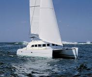 Katamaran Lagoon 380 chartern in Marina Mejline