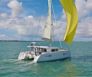 Katamaran Lagoon 400 S2 chartern in Marina di Olbia