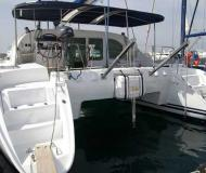 Katamaran Lagoon 410 chartern in Marina Alimos Kalamaki