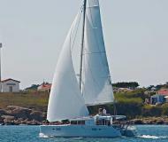 Catamaran Lagoon 450 for hire in Nettuno