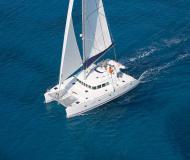 Katamaran Lagoon 500 chartern in Marina Salerno