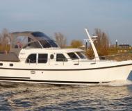 Yacht Grand Sturdy 34.9 AC chartern in De Spaenjerd Marina