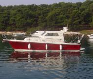 Motor yacht Rab 880 for hire in Pula