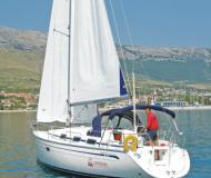 Yacht Bavaria 33 Cruiser for rent in Pirovac