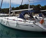 Yacht Bavaria 37 Cruiser available for charter in Marina Frapa