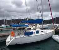 Yacht Beneteau 32 available for charter in Manuel Reef Marina