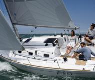 Segelboot First 31.7 chartern in YC Marina