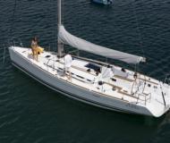 First 40.7 Segelyacht Charter null