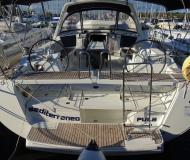Yacht Oceanis 45 for hire in ACI Marina Pomer