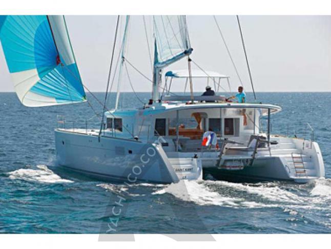 Catamaran Lagoon 450 for rent in Baie Sainte Anne