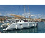 Katamaran Helia 44 chartern in Trogir
