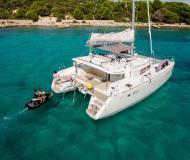 Katamaran Lagoon 450 chartern in ACI Marina Trogir