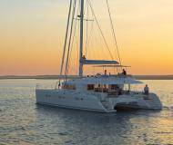 Cat Lagoon 620 for charter in Marina di Arechi