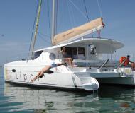 Kat Lipari 41 chartern in Marina Praslin