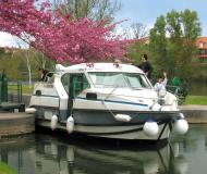 Houseboat Confort 900 available for charter in Marina Saverne
