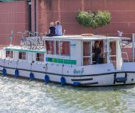 Houseboat Penichette 1500 R for hire in Marina Morin
