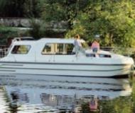 Hausboot Riviera 920 Yachtcharter in Bram