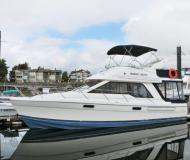 Motor boat Bayliner 3388 for charter in Granville Island Boatyard