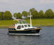 Motor yacht Classic Sturdy 32 AC available for charter in Capestang Marina