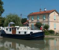 Motor boat EuroClassic 139 for hire in Marina Vermenton