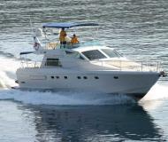 Motorboot Ferretti 52 chartern in Marina Kremik