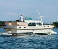 Houseboat Grand sturdy 34.9 available for charter in Port au Bois