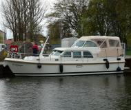 Motor boat Grand Sturdy 40.9 AC for charter in Zehdenick