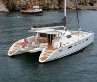 Motor boat available for charter in Marina Villa Igiea