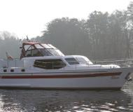 Novi 42 Motoryacht Charter FÃŒnfseen