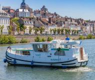Motor yacht Penichette 1020 available for charter in Joigny