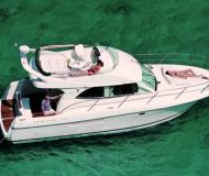Motor boat Prestige 36 Fly for rent in Split