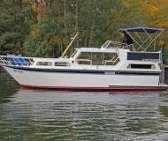 Yacht with 2 cabins for rent in Yacht Harbour Waren