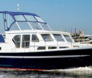 Motor yacht Skiron 35 for hire in Marina Kroeslin