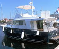 Motor yacht Swift Trawler 42 for rent in Sibenik