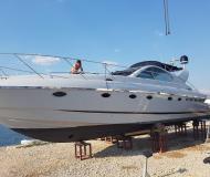 Motor boat Targa 48 for hire in Stobrec Port