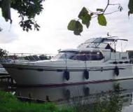 Motor boat Vri Jon Contessa 37 for hire in Wesenberg