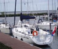 Sailing boat Bavaria 30 Cruiser for rent in Yerseke Harbour
