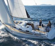 Sailing boat Bavaria 38 for hire in Real Club Nautico de Vigo