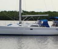 Sail boat Catalina 36 for hire in Marinatown Yacht Harbour