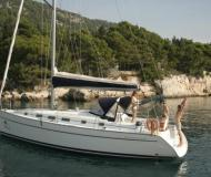 Yacht Cyclades 43.4 - Sailboat Charter Hyeres
