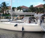 Yacht Delphia 37 for rent in Rock Sound City