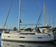 Sailing boat Dufour 412 for hire in Marina di Portisco