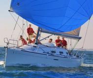 Segelboot First 36.7 chartern in Marina di Nettuno