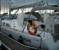 Sailing yacht Hanse 371 for hire in Marina di Salivoli