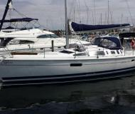 Sailing boat Hunter 41 for rent in Marinatown Yacht Harbour