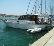 Motor yacht available for charter in Betina