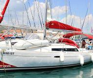 Sailing yacht Oceanis 31 for rent in ACI Marina Trogir