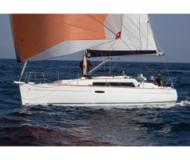 Sail boat Oceanis 31 available for charter in Port de Roses