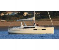 Sailing boat Oceanis 35 for charter in Bocca di Magra