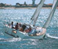 Sailing yacht Oceanis 37 for hire in Port Palmarina